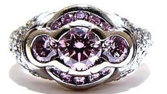 แหวนสีชมพูที่ถูกโจรกรรม