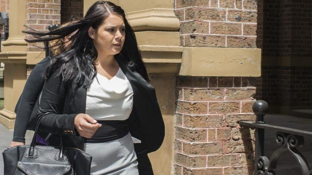 นาง Jessica Silva ภายนอกศาลฏีกาในระหว่างพิจารณาคดีเดือนพฤษจิกายน