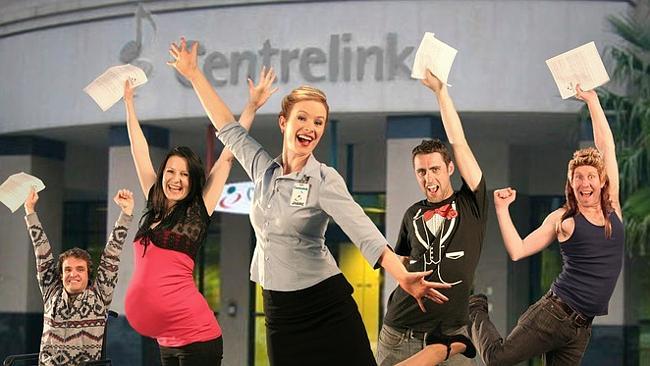 นักแสดงเวทีเรื่อง Centrelink the Musical โดย Mechanics Institute เมื่อเดือนเมษายนที่ผ่านมา จากซ๊ายไปขวา คนพิการรถเข็น, สตรีตั้งครรภ์, เจ้าหน้าที่ Centrelink, ผู้เริ่มหางานครั้งแรก และศิลปินตกงาน