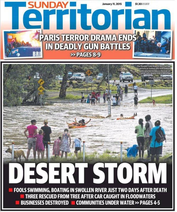 นสพ. NT News ฉบับ 11 ม.ค. 2014 เสนอข่าวประชาชนสนุกกับการเล่นน้ำที่ไหลเชี่ยวและอันตราย ของแม่น้ำ Todd ใน Alice Spring