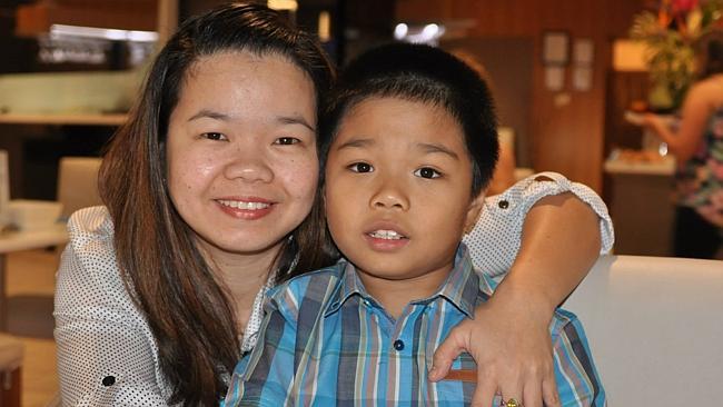 นาง Maria Sevilla และ Tyrone บุตรชาย