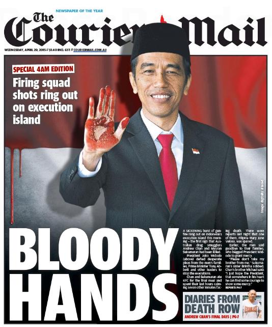 นสพ. the Courier Mail ฉบับ 29 เม.ย. 2015 ลงภาพปธ. Jojoko Widodo เป็นคนมือเปื้อนเลือดหลังเมินเฉยต่อฎีกาขอชีวิตนักโทษประหาร