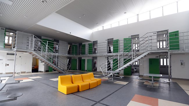 ห้องโถงของแดนนักโทษควบคุมหนาแน่นที่เรือนจำ Cessnock