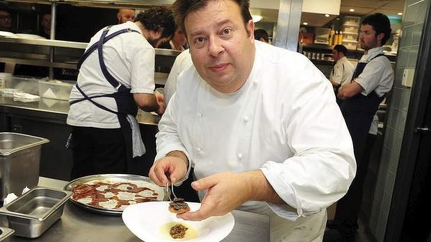 เชฟ Peter Gilmore ที่เป็นที่รู้จักกันมาอย่างยาวนานในแวดวงร้านอาหารในซิดนีย์
