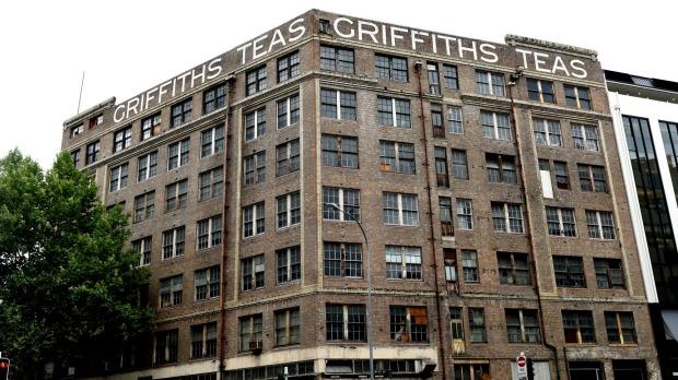 ตึก Teas ที่ขายไปในเดือนพฤศจิกายน 2014 ในราคา 22 ล้านเหรียญ เพื่อนำเงินมาบริจาคการกุศศล
