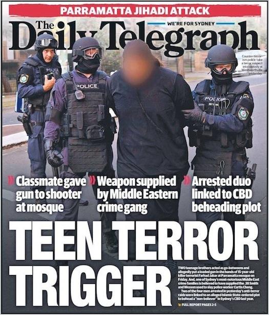 นสพ. the Telegraph ฉบับ 8 ต.ค. 2015 เสนอข่าวการขยายผลจับกุมวัยรุ่นร่วมวงจรลั่นกระสุนสังหารที่หน้าสำนักงานใหญ่ตำรวจรัฐน.ซ.ว. / เพื่อนรวมชั้นเป็นส่งผู้มอบปืน / แก๊งอาชญากรตะวันออกกลางเป็นผู้จัดหาปืน / การจับกุมเกี่ยวข้องกับแผนการฆ่าตัดหัวที่ Martin Place เมื่อปีที่แล้