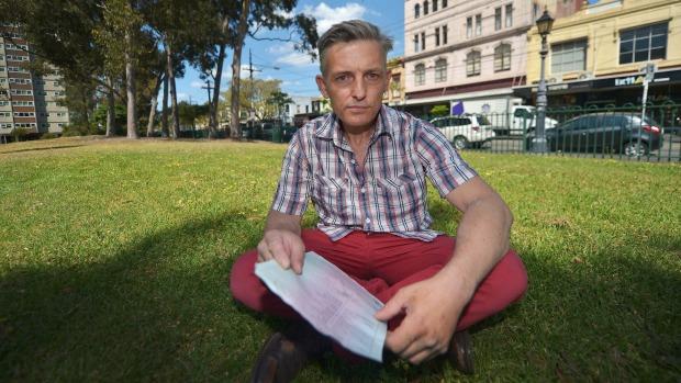 นาย Daniel Smyth เกิดในออสเตรเลียแต่กำลังเผชิญต่อการถูกเนรเทศ (ภาพชั่วคราวจาก นสพ. the Age)