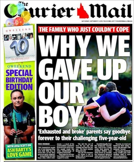 นสพ. The Courier Mail ฉบับ 17 ต.ค. 2015 เสนอข่าว ทำไมบิดามารดาที่กอดกันกลมตามภาพ จึงยกบุตรชายให้กับคนอื่น