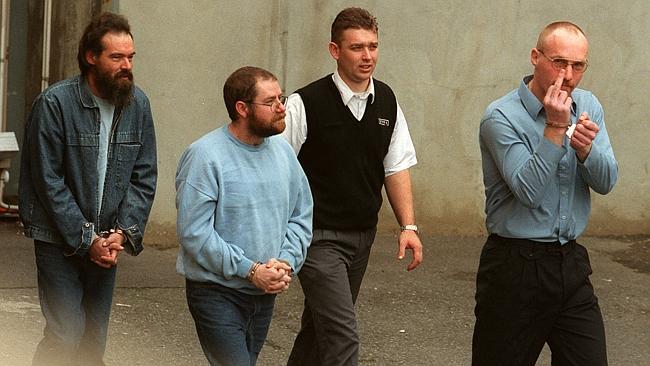 ฆาตกรต่อเนื่องแห่งเมือง Snowtown ประกอบด้วยนาย Mark Ray Haydon, นาย John Justin Bunting และนาย Robert Joe Wagner ในปี 2000 (ภาพจากนสพ. the Advertiser)
