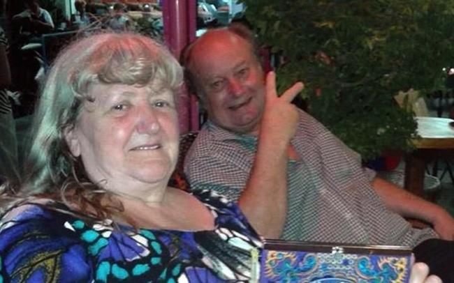 นาง Rosemary Owen และนาย Lewis Sr. Owen ในประเทศไทยก่อนถูกทำร้าย: ภาพจากนสพ. The Telegraph ในประเทศอังกฤษ