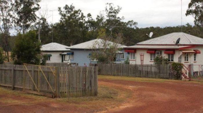 บ้านในเมือง Allices Creek ที่เสนอขายทั้งเมืองในราคา 750,000 เหรียญ : ภาพจากนสพ. SMH ไม่ทราบต้นฉบับแต่น่าจะมาจากเอเยนซี่ซื้อขายบ้าน