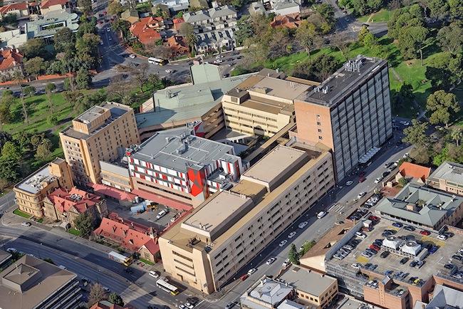 โรงพยาบาล Women's and Children's Hospital ในนครแอดิเลด ผู้มาทำแท้งที่นี่ 1 ใน 3 เป็นนักศึกษาต่างประเทศ : ภาพจาก aerometrex
