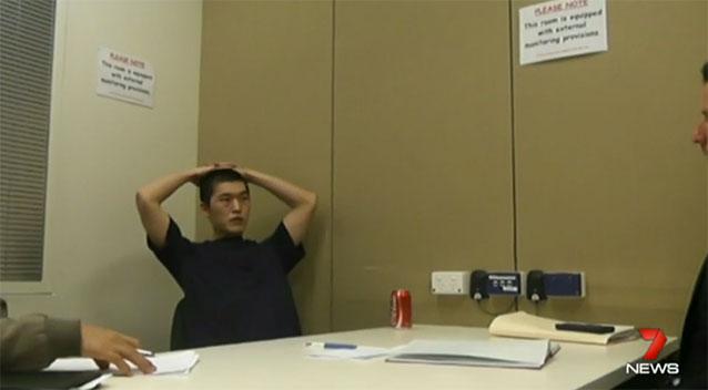 นาย Chungaung Piao ขณะถูกสอบปากคำ : ภาพจาก 7 News ต้นฉบับเป็นภาพที่ศาลอนุญาตให้สื่อมวลชนนำไปเผยแพร่ได้ (