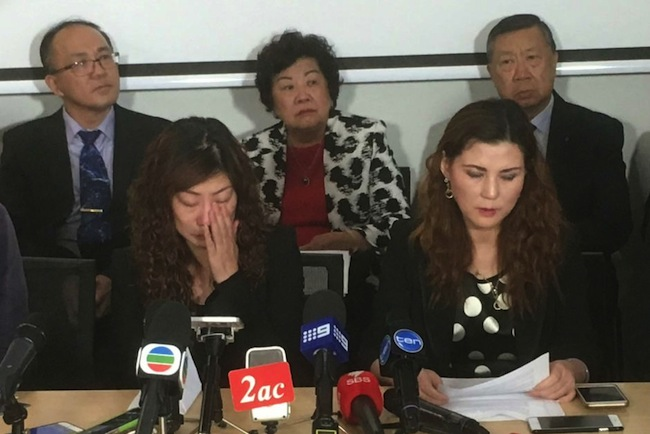 นาง Mei Zhan มารดาของน.ส. Mengmei Leng ขณะให้สัมภาษณ์สื่อมวลชนที่ซิดนีย์ : ภาพจากสำนักข่าว ABC