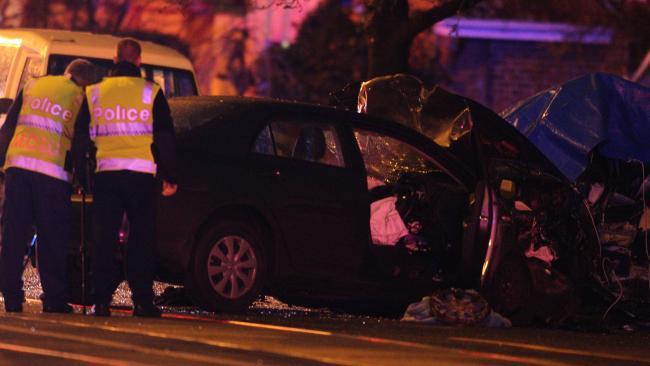 เหตุการณ์รถประสานงากัน ดูจากสภาพแล้วไม่น่ารอด : ภาพจากนสพ. Herald Sun