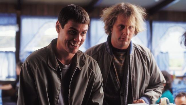 ภาพยนตร์ Dumb & Dumber ปี 1994 นำโดย Jim Carrey และ Jeff Daniels