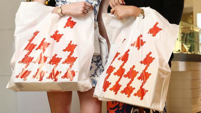 ถุงช็อปปิ้งจากห้าง David Jones เปลี่ยนจากสีดำเป็นสีแดง : ภาพจากนสพ. the Telegraph