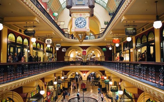 ร้านค้าภายในอาคาร QVB : ภาพจาก travelandleisure.com