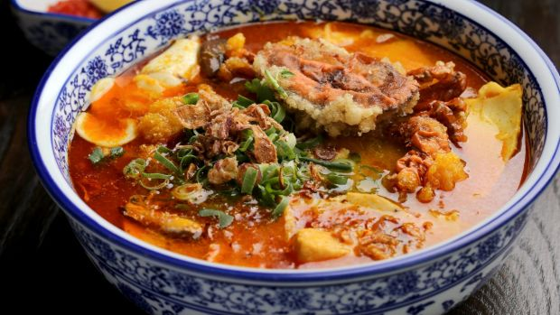 Banh canh cua (soft-shell crab noodle soup) : ภาพจาก goodfood.com.au