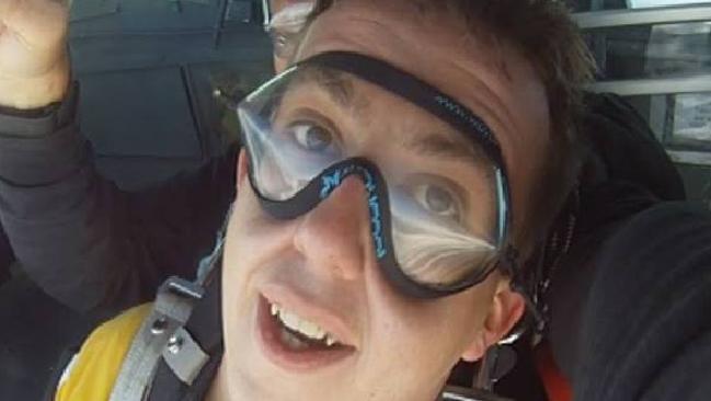นาย Alex Briggs ถ่ายขณะฝึกซ้อมกระโดดร่ม : ภาพจากเฟสบุ๊ค