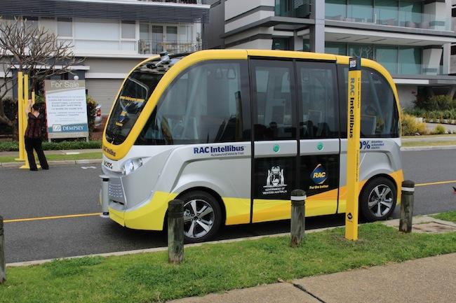 รถประจำทางไร้พนักงานขับเริ่มทดลองวิ่งแล้วที่นครเพิร์ทเมื่อ 31 ส.ค. 2016  :  ภาพชั่วคราวจาก communitynews.com.au