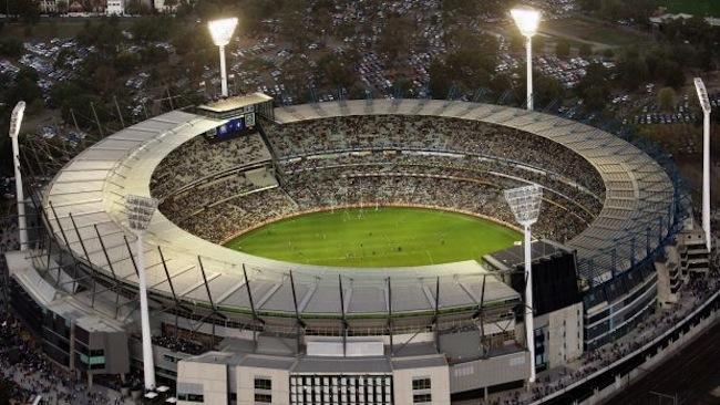 สนามกีฬา Melbourne Cricket Ground หรือ MCG หรือ The G จุคนได้ 100,024 ที่นั่ง : ภาพจากนสพ. the Age