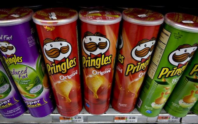 ภาพมันฝรั่งทอด Pringles : ภาพจาก bloomberg.com