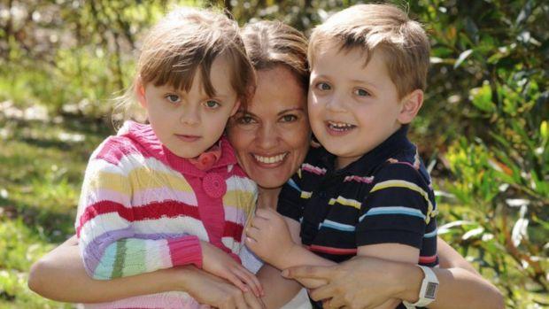 นาง Maria Claudia Lutz กับด.ญ. Elisa และด.ช. Martin : ภาพจากเฟสบุ๊ค