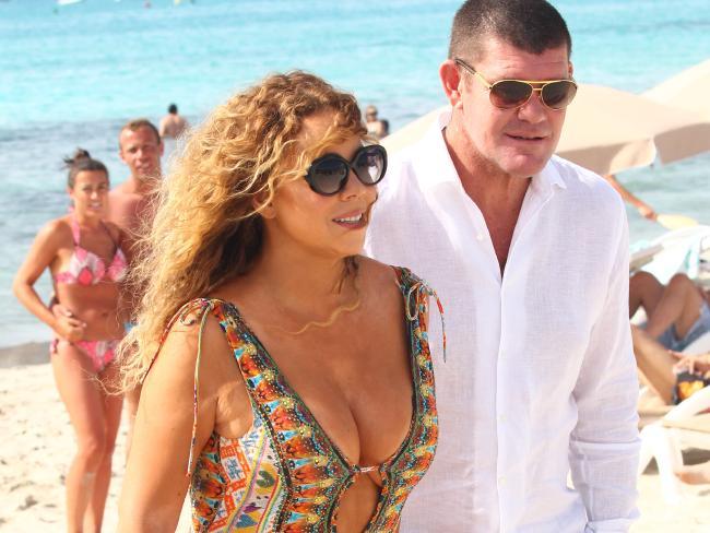 Mariah Carey และ James Packer ที่ชายหาดใน Formentera ประเทศสเปน : ภาพจากสำนักข่าว News Crop