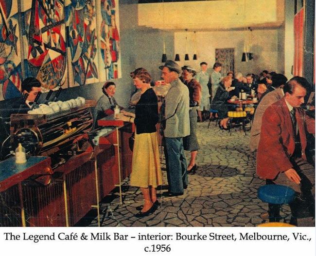 ร้านมิลค์บาร์ธุรกิจแนวใหม่ในทศวรรษที่ ๒๐ ภาพนี้เป็นร้านที่เมลเบิร์น