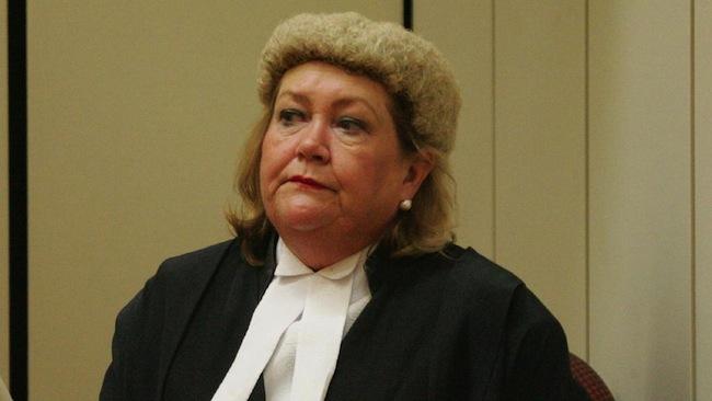 ผู้พิพากษา Julie Dick แห่งศาลแขวงรัฐควีนแลนด์ผู้พิพากษาคดีแก๊งคอลเซ็นเตอร์ : ภาพจากนสพ. The Courier Mail