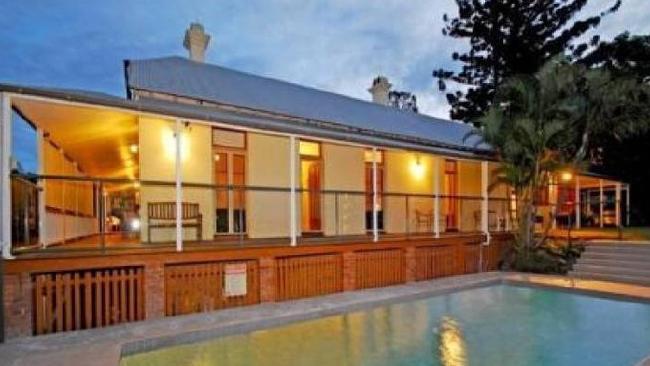 บ้านเช่าที่ย่าน South Brisbane ที่ถูกใช้เป็นคอลเซ็นเตอร์ : ภาพจากนสพ. The Courier Mail
