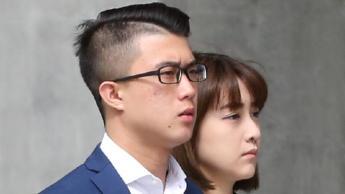 นาย Ching-Ho Lee มาถึงศาลฎีการัฐควีนสแลนด์ เพื่อดำเนินคดีพยายามครอบครองยาไอซ์เพื่อการค้า : ภาพชั่วคราวจากนสพ. The Courier Mail