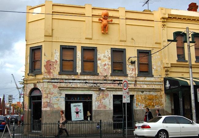 ผับ Bimbo Deluxe ที่ย่าน Fitzroy นครเมลเบิร์น : ภาพจาก blogs.acu.edu.au