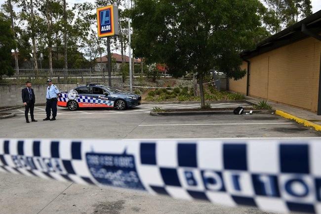 นักเรียนวัย 16 ปีถูกจับที่บริเวณใกล้ที่จอดรถของซูปเปอร์มาร์เก็ต Aldi : ภาพจากสำนักข่าว ABC
