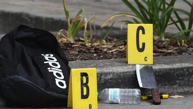 กระเป๋าสีดำ และมีดหมู, คัตเตอร์และขวดน้ำดื่มเปล่าของนักเรียนผู้ต้องหาวัย 16 ปี : ภาพชั่วคราวจากนสพ. The SMH