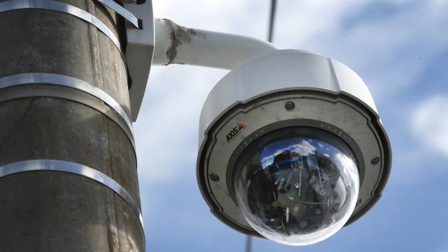 กล้อง CCTV ที่บันทึกเสียงได้ของเทศบาลเขต   Moreton Bay : ภาพจากนสพ. The Courier Mail