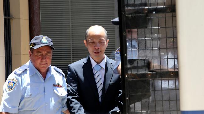 นาย Robert Xie ขณะถูกนำตัวมาขึ้นศาล : ภาพชั่วคราวจากนสพ. The Telegraph